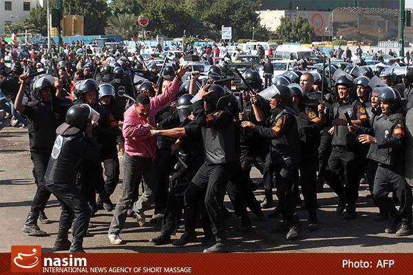 هجوم نظامیان به انقلابیون